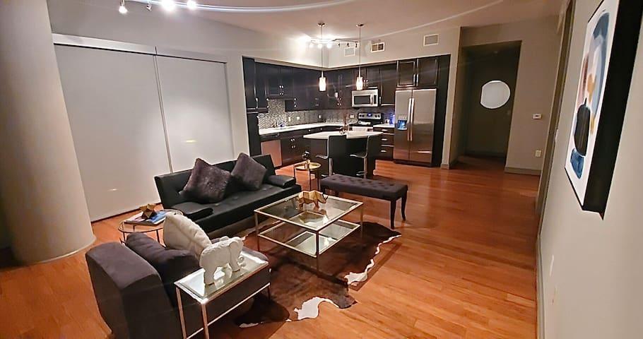Galleria Luxury Apartment