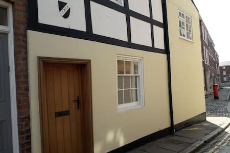 Historic City Centre Townhouse with Free Parking