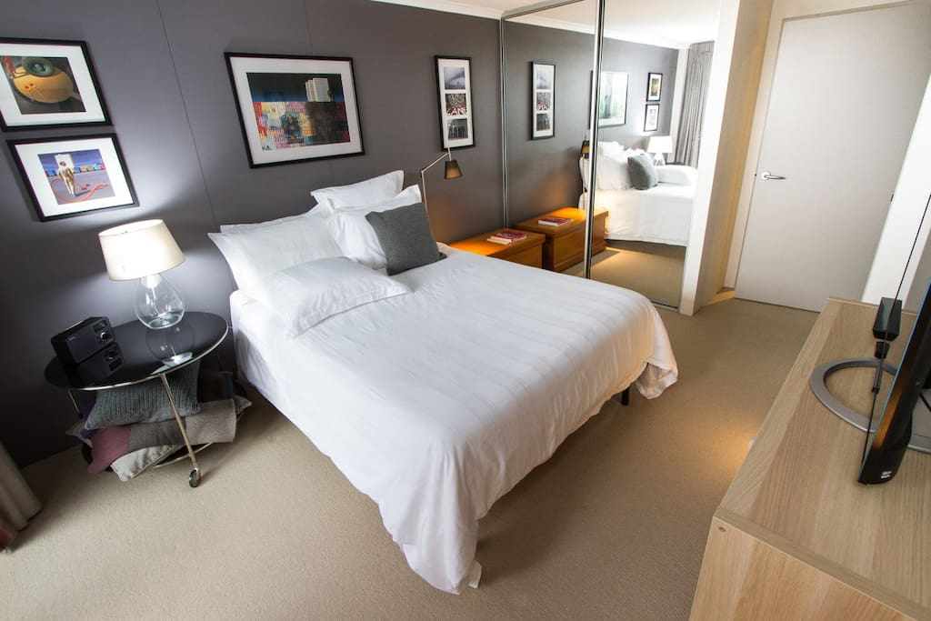 Main bedroom with ensuite & direct access to courtyard