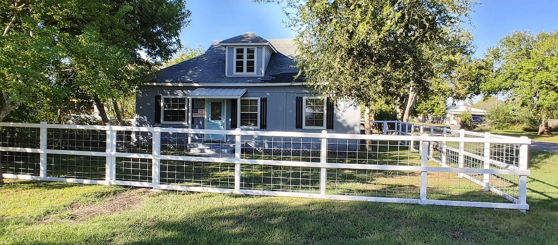 Whole house, newly renovated, & 4 blocks from bay!