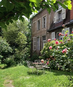 Chambre indépendante avec jardins - Dům