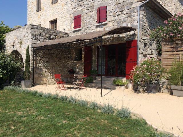 Gîte de Charme 4-5 pers/ piscine/ Vallon Pt d'Arc - Saint-Maurice-d'Ibie - 一軒家