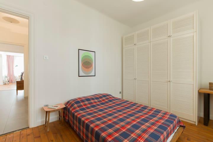 spacious & bright bedroom