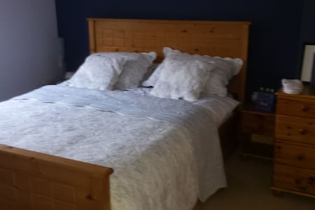 Large airy double room - Stoneyford - House