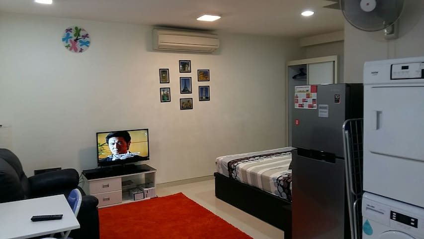Free Wifi Family Pool Studio for 5 near 2 MRTs - Singapur - Departamento