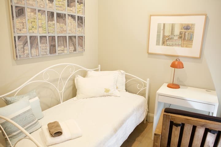 Cozy new house 3 stops to CBD Room C - Footscray - Hus