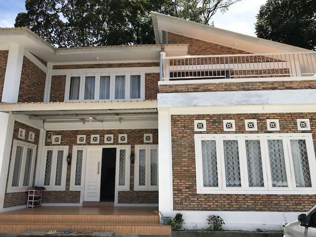 Romaris House - Siborongborong, Tapanuli Utara