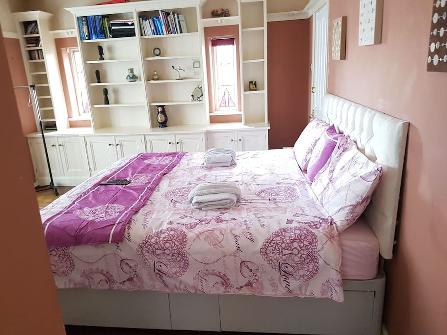 A superking size luxurious bed