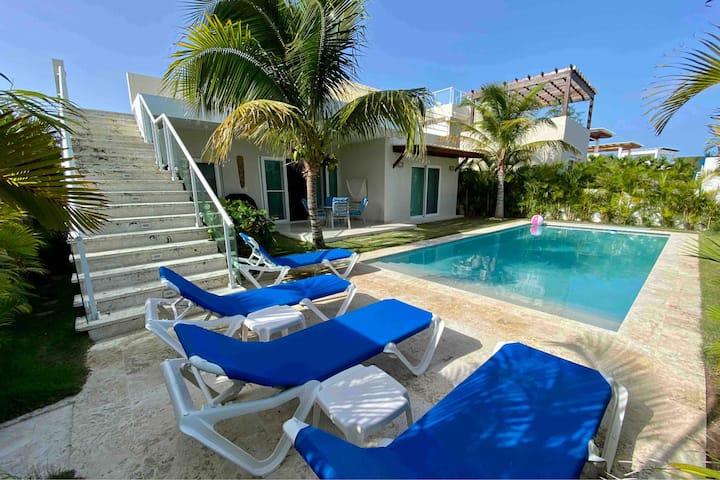 Beautiful new modern villa in beachside project
