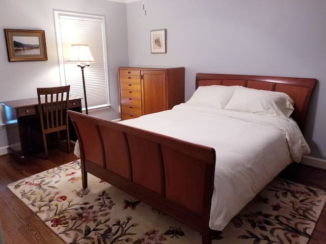 Queen bedroom in Morningside