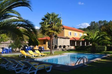 Casa AMARELA com piscina -  Paredes Coura - Linhares - House