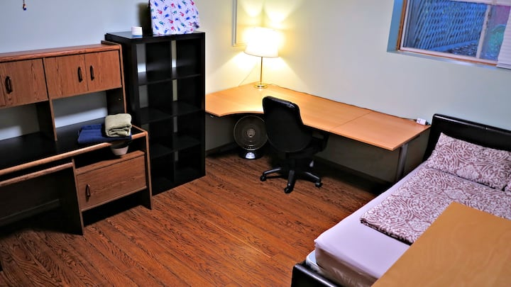 Private Room Near Mall/Shops/Restaurant/UofC/COP 1