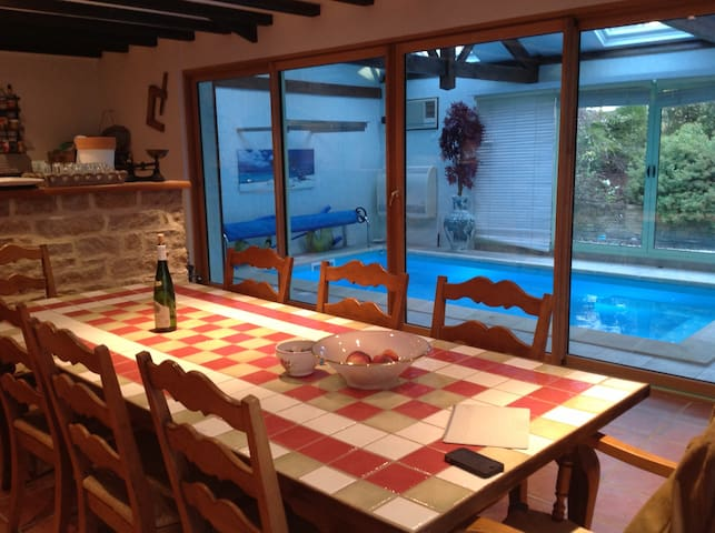 Double Bed in Brittany, House with swimming pool - Béganne - Huis