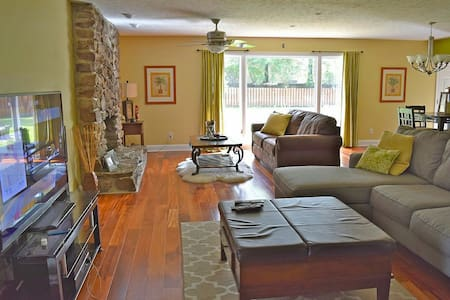 Spacious, Modern Ranch - Brecksville - Apartament