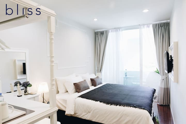Bliss Silom Bangkok - Aparthotel (3 Private rooms for 6 adults, Near BTS Sky train)