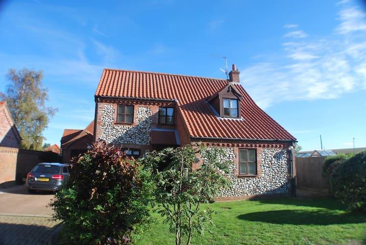 Rose Cottage (Woodside) - Burnham Market - Casa