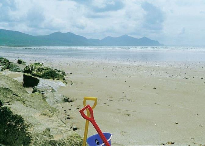 Dinas Dinlle - Blue Flag Beach