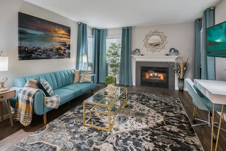 Work From Designer Apartment Home/King Bed
