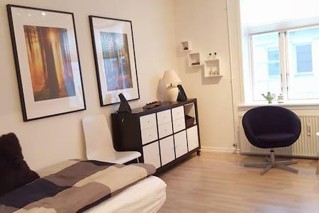 Værelse 2 til 450 kr. - hele lejligheden 875 kr. - Herning - Apartamento