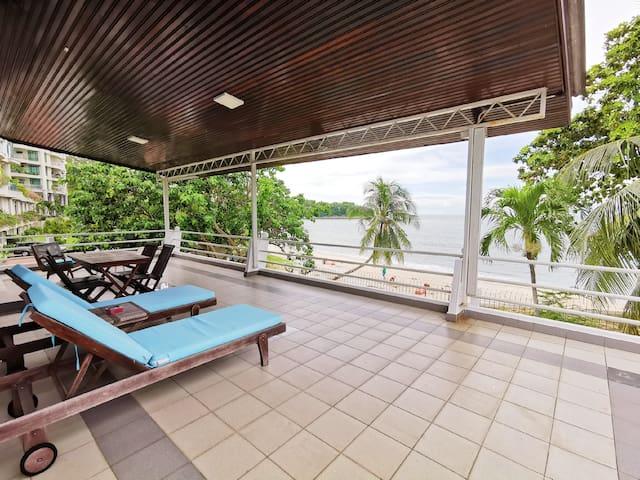 Little Heaven by Sky Hive, A Beachfront Villa