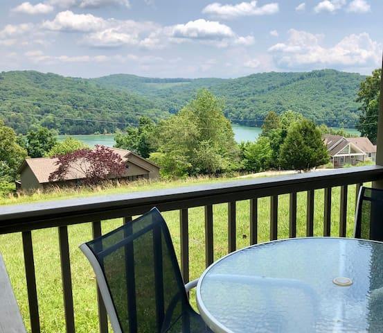 :-) HappyDaze Lake View, Walkout Villa @ Deerfield Resort, Norris Lake