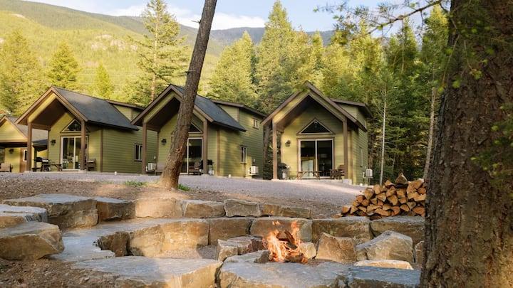 Kintla Cabin Near Glacier Park, 5-Minutes to shops, bars & Restaurants