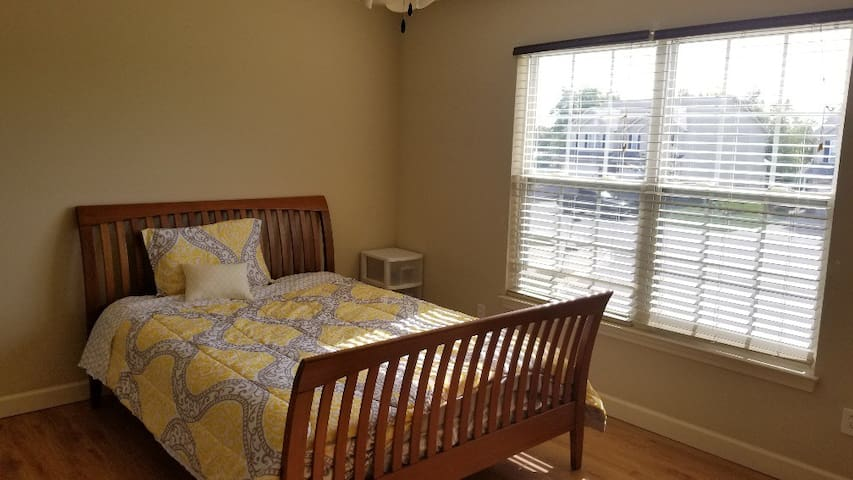 safe and cozy room close to St. Louis and SIUE