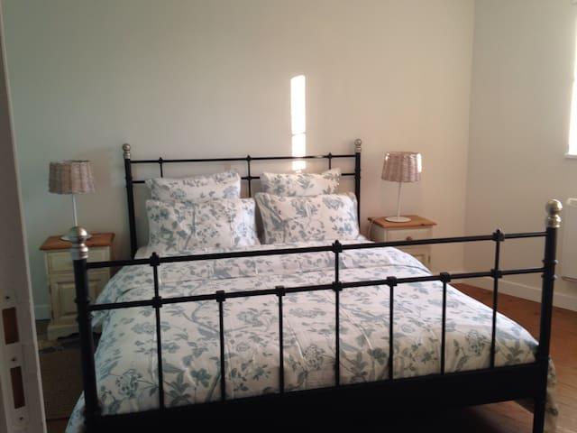 Chez Colleen Blue Suite - Bréhal - Bed & Breakfast