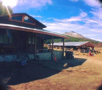 Private double room in awesome Mountain Cabin - Ushuaia - Alojamento ecológico