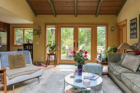 Sunny Zen Queen Bed in Remodeled Home - Mill Valley
