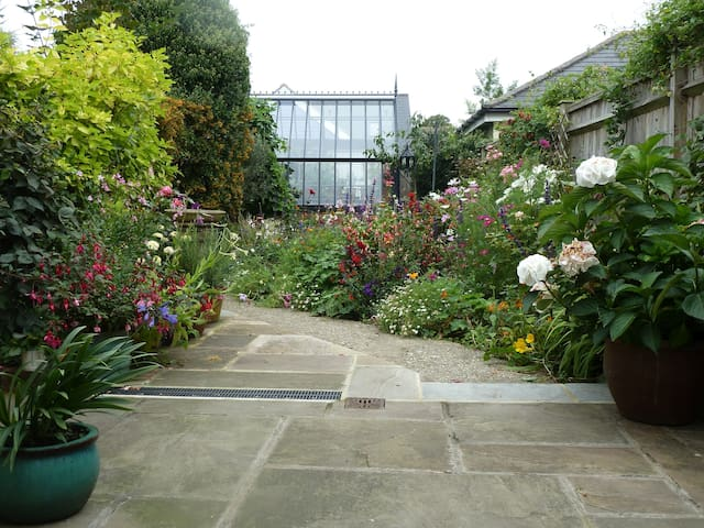 Close to the city walls - Chichester - House