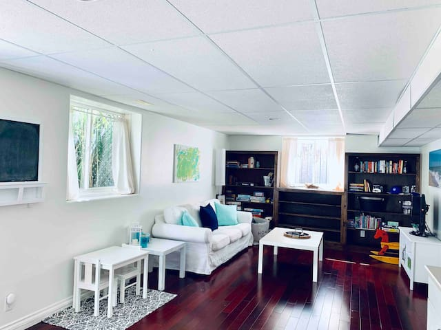 Guest Suite: close to 401 & mins to dwtn Kingston