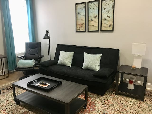 Fully-renovated, modern 1-BR w parking spot!