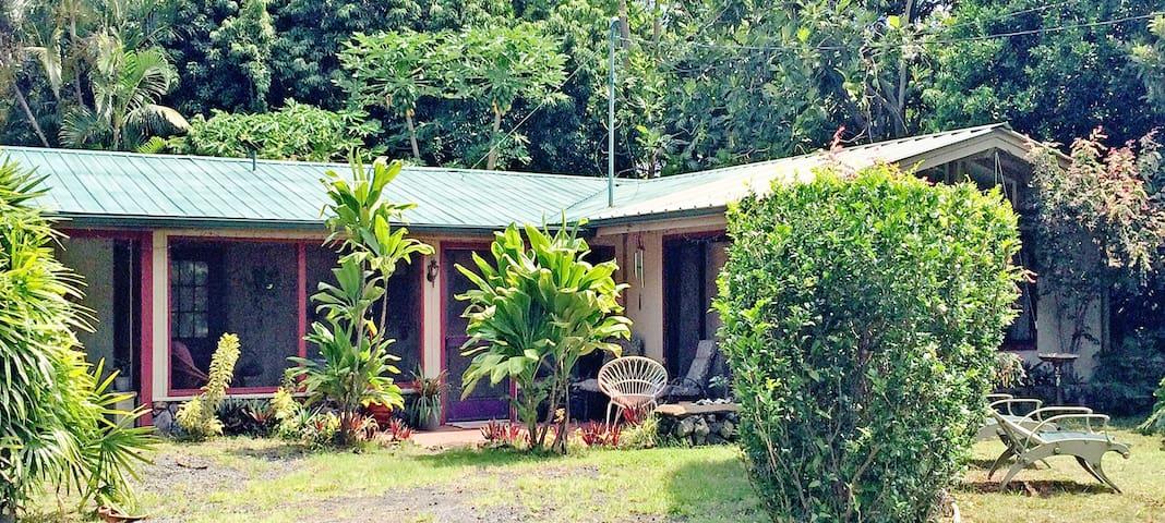 Waiohinu Wayside, a South Big Island Guest House