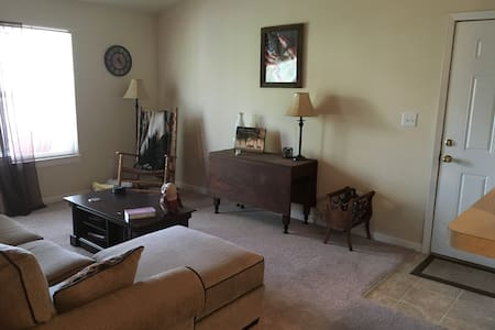 Nice Apartment Close to Speedway - Brownsburg - Lejlighed