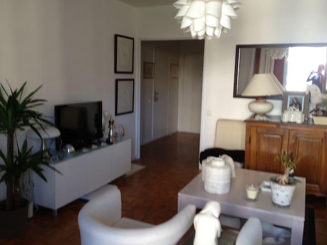 85m avec terrasse v lodrome apartments for rent in marseille provence alpes c te d 39 azur france. Black Bedroom Furniture Sets. Home Design Ideas