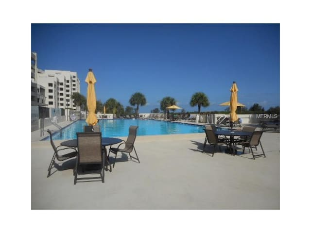 Gulf view with boat dock, pool and tennis. - Hudson - Apartamento