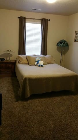 """Guest Wing "" bedroom & Full Bath! - Caldwell - House"