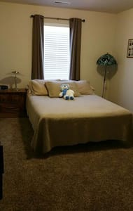"""Guest Wing "" bedroom & Full Bath! - Caldwell - Talo"