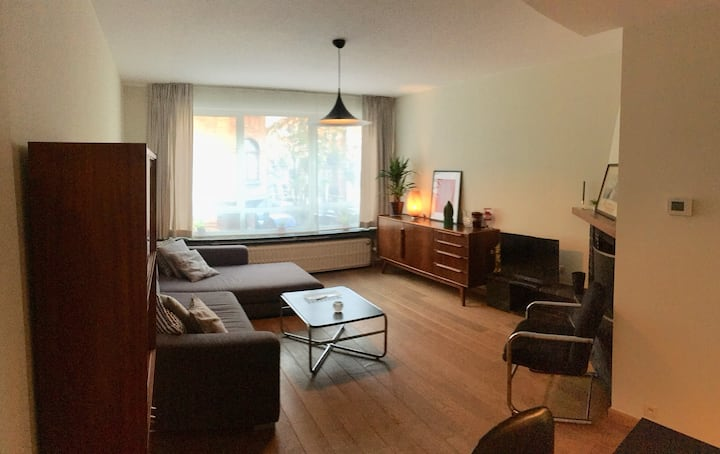 Spacious vintage furnished apartment