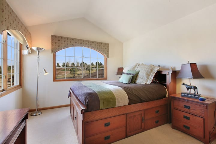 Relax, bedroom in a Quiet place, close to airport