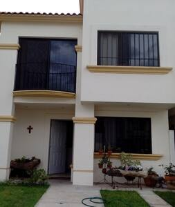 ROOM 4 RENT IN STRATEGIC  LOCATION-IRAPUATO, GTO - House