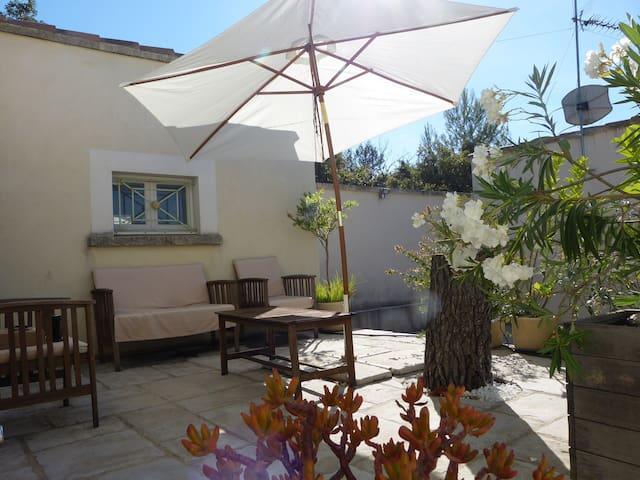 Appartement à Nîmes 30 m2 indépendant et climatisé - Nîmes - Leilighet