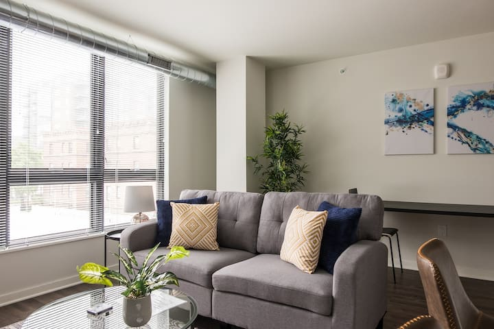 East Side's Best | 1br Suite Next to Lake