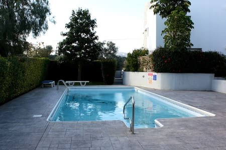 3b Delux Villa with hot tub & pool - Crown beach - Limassol