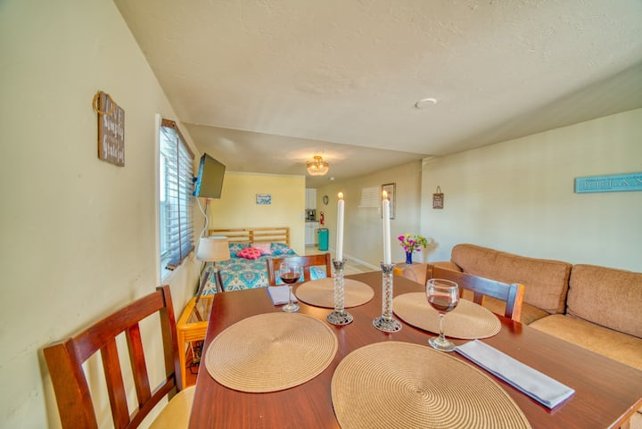 New to Market, Coconut Tree at Blue Chair Inn, Beach House in the Heart of FMB!