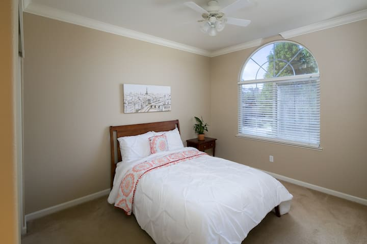 Comfy, Clean, and Spacious Room - Rocklin - Casa