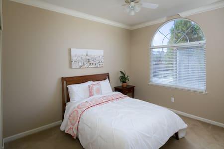 Comfy, Clean, and Spacious Room - Rocklin - Huis