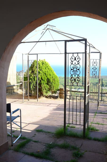 il giardino, con vista mare