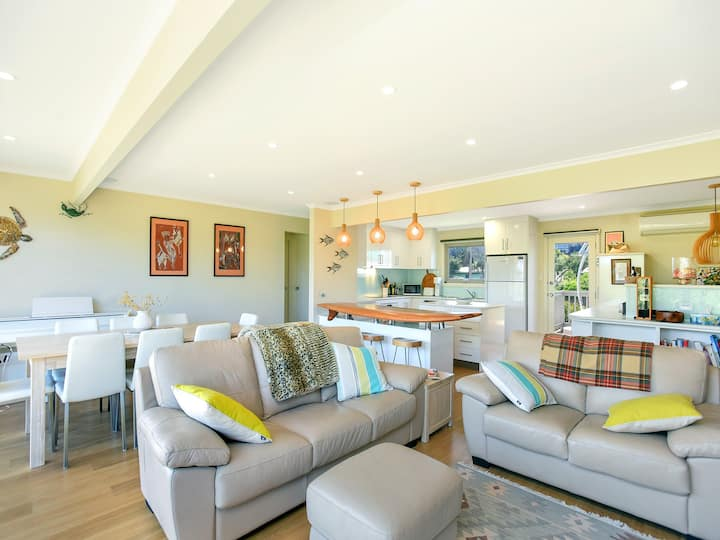 Beachside retreat with direct access to the beach